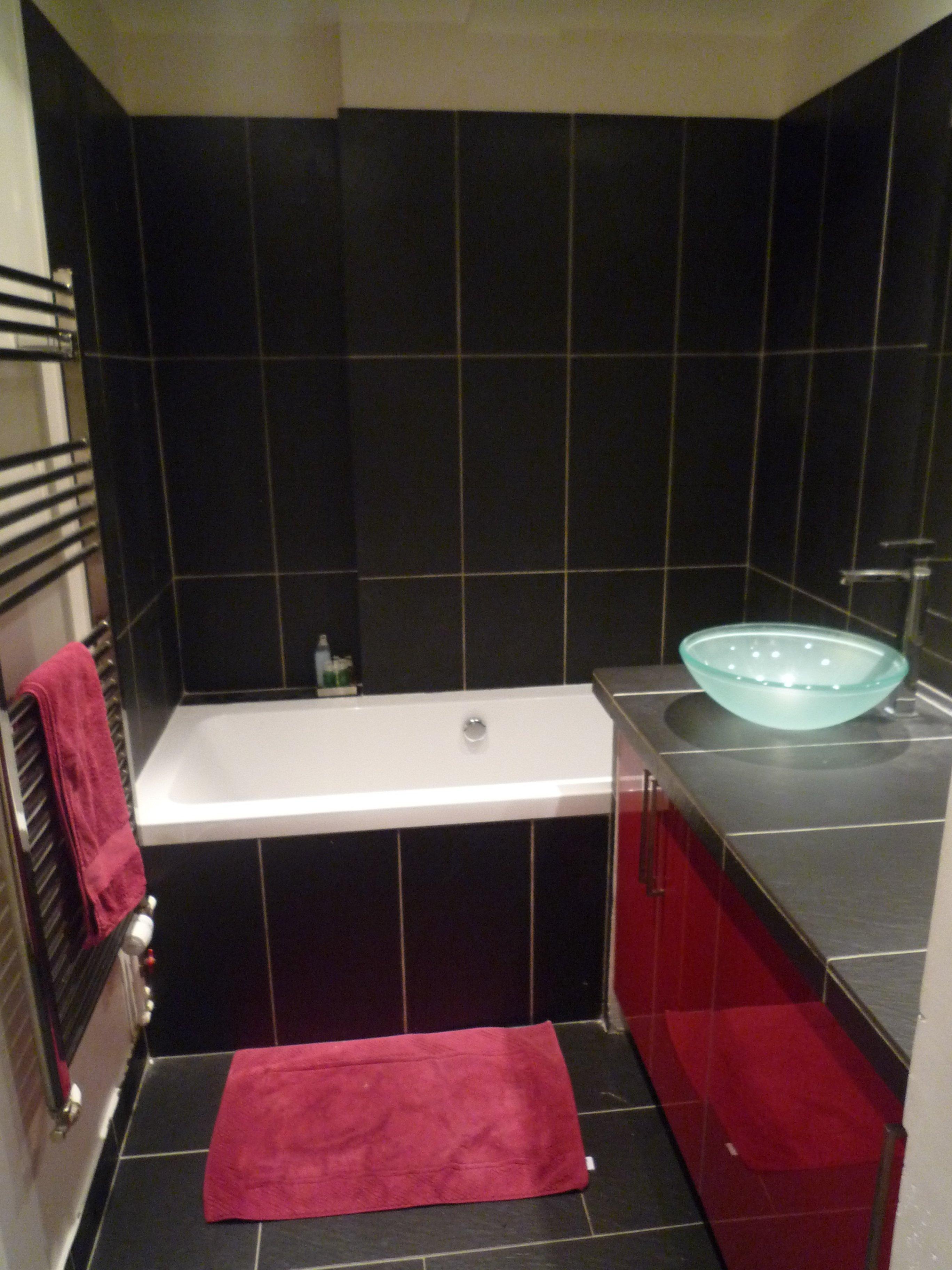 une salle de bain est equipee dune vasque - Une Salle De Bain Est Equipee Dune Vasque